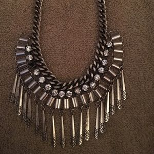 Jewelry - Dangling necklace